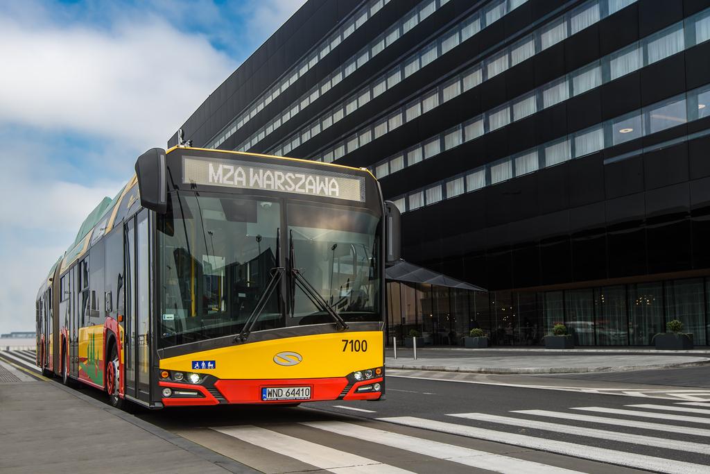 SOLARIS: Pierwsze ze 130 elektrycznych przegubowców już wożą pasażerów w Warszawie, elemoto.pl