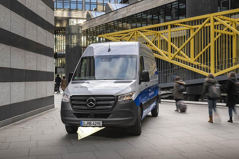 Wprowadzenie eVito na kolejnych rynkach i rynkowy debiut eSprintera (na zdjęciu) pozwoliły ponad trzykrotnie zwiększyć dostawy pojazdów elektrycznych.