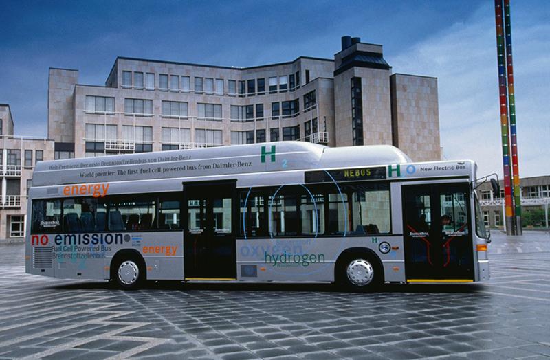 W tę innowacyjną technikę napędową wyposażono również pojazdy użytkowe. Testowano autobusy do regularnej obsługi pasażerów – premiera NEBUS (Nowy Autobus Elektryczny) odbyła się w 1997 roku.