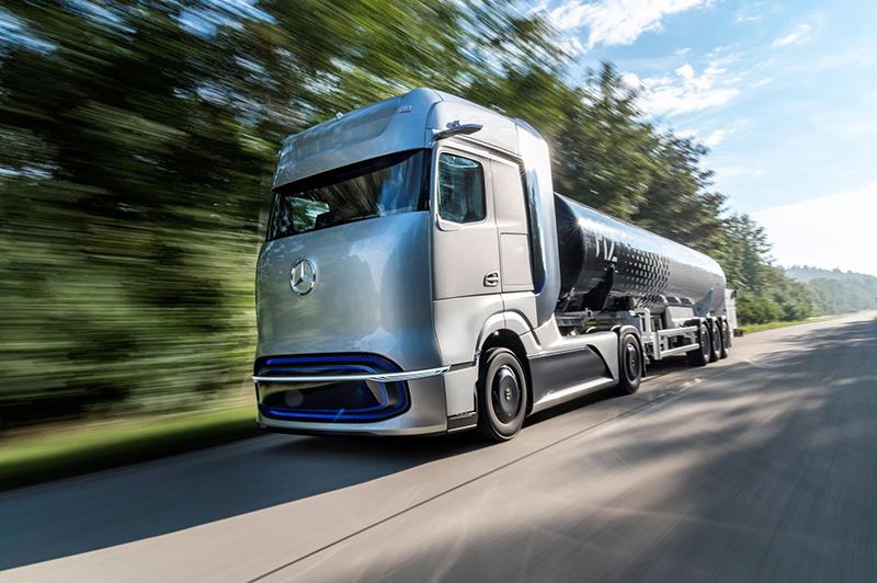 W 2020 r. Daimler Truck AG świętował światową premierę Mercedes-Benz GenH2 Truck, koncepcyjnego samochodu ciężarowego napędzanego ogniwami paliwowymi.