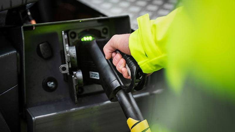 Elektryczny samochód ciężarowy Volvo nie wymaga, na przyporządkowanej mu trasie, doładowywania akumulatorów w ciągu dnia.