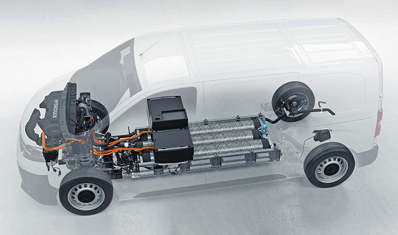 Akumulator trakcyjny Vivaro-e BEV zastąpiono trzema 700-barowymi zbiornikami wodoru. wykonanymi z włókna węglowego. Zapas paliwa wystarcza na pokonanie ponad 400 km. Zachowano także kubaturę przestrzeni ładunkowej (5,3 lub 6,1 m3), a ładowność wzrosła do 1100 kg.