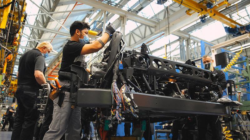 """Tzw. system """"fullflex"""" umożliwia włączenie ciężarówek bezemisyjnych w już istniejący system produkcji."""